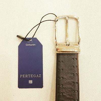 Detalle hebilla cinturón Pertegaz doble picado negro